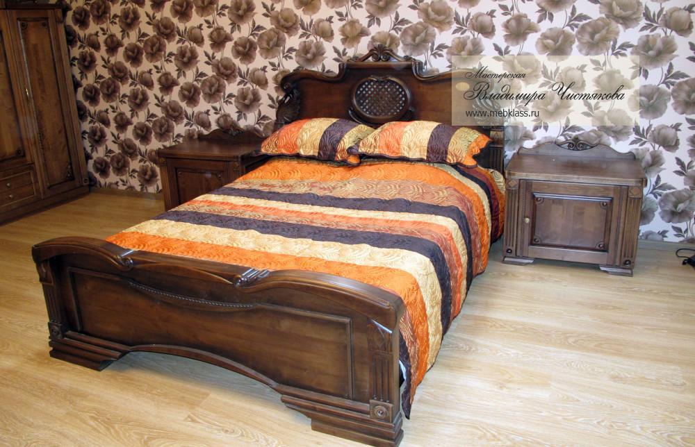 Кровать резная из массива с тумбочками и камодом
