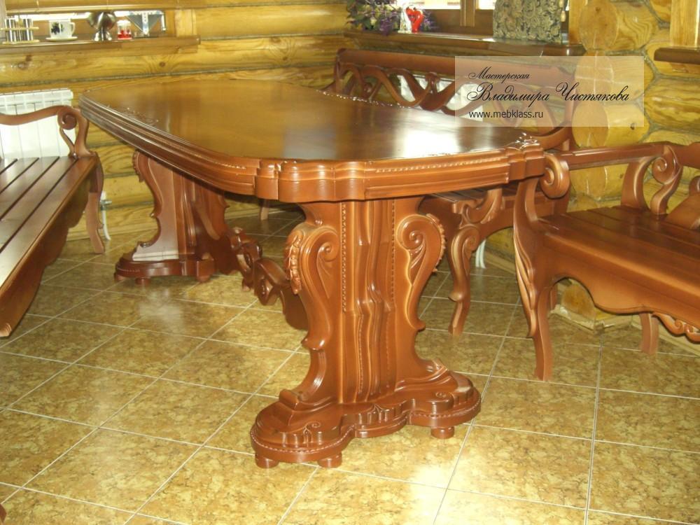 Резные стол и скамьи для загородного дома из массива