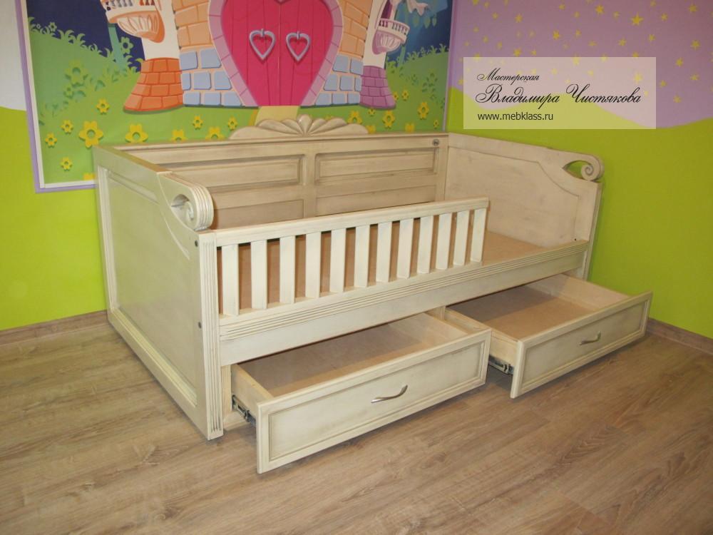 Детская кроватка с выдвижными ящиками из массива дерева белая