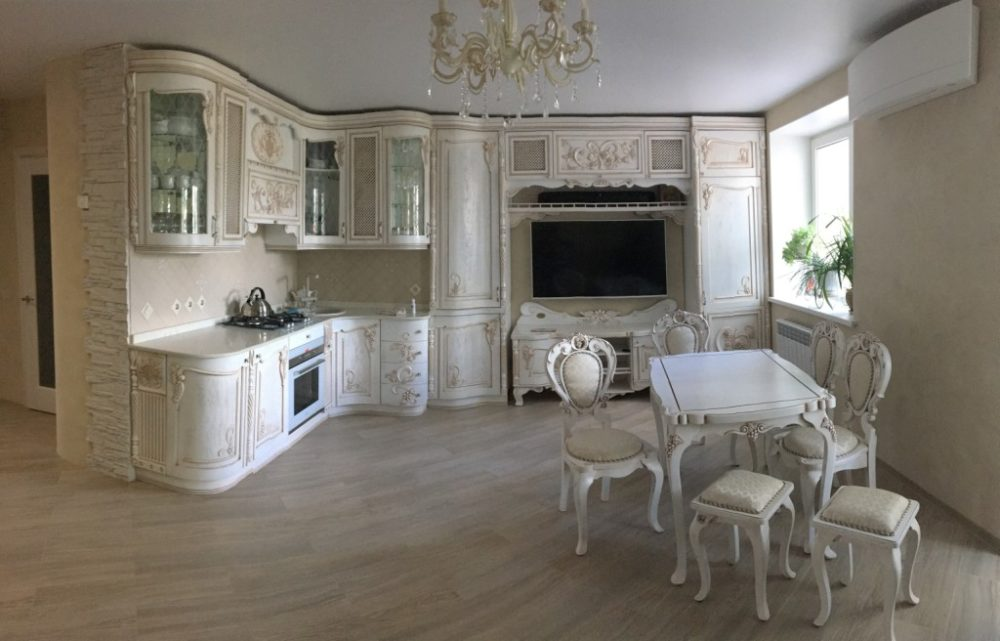 Кухня, стол и набор стульев в классическом стиле — уникальный авторский проект