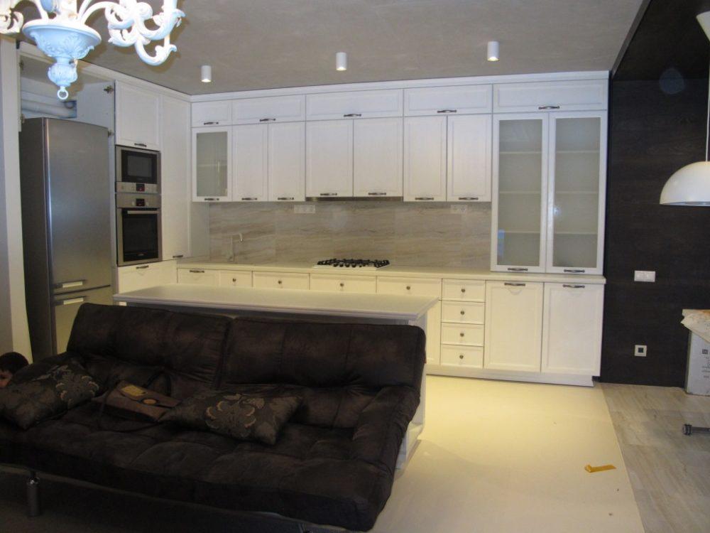Кухонный гарнитур из массива в стиле Модерн
