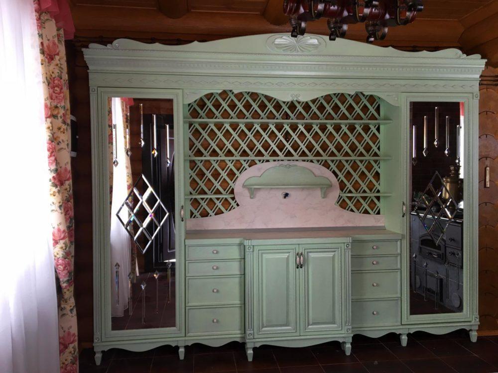 Шкаф из массива дуба с зеркальными дверцами