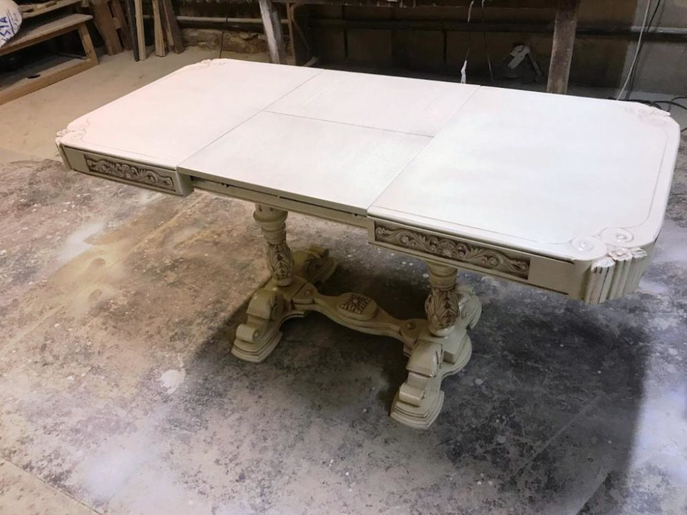 Кухонный раздвижной стол из комбинации черной ольхи и дуба. Резьба.Ручная работа