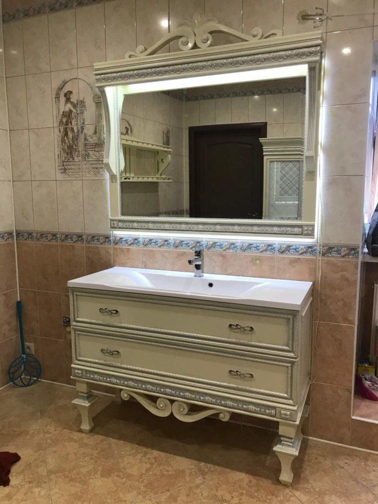 Мебель для ванной из массива в классическом стиле